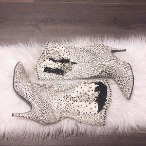 Sexy southwest white python print leather boots !